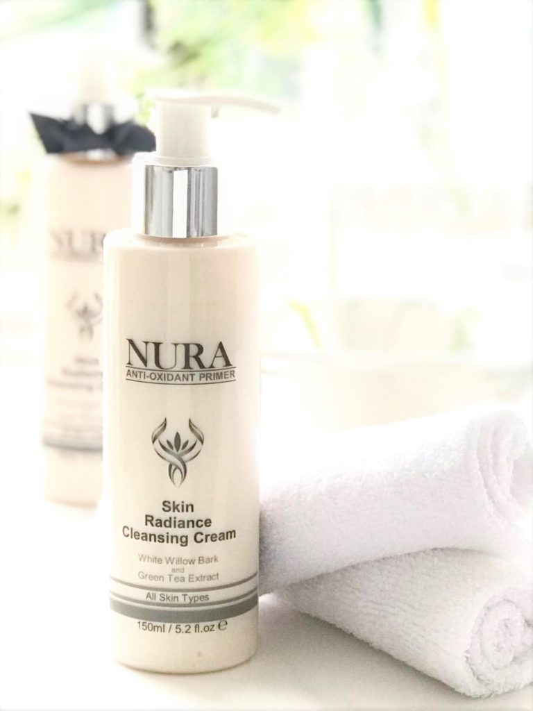 Facial Cream Cleanser to remove make-up and daily dirt.
